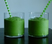 "spinach and avocado smoothie recipe (aka ""Leprechaun Juice"")"