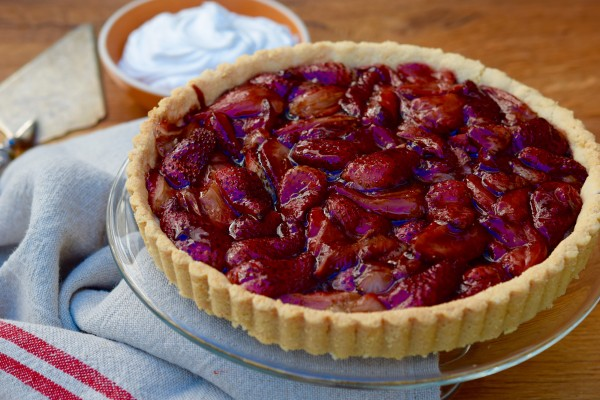 grain-free balsamic-roasted strawberry tart