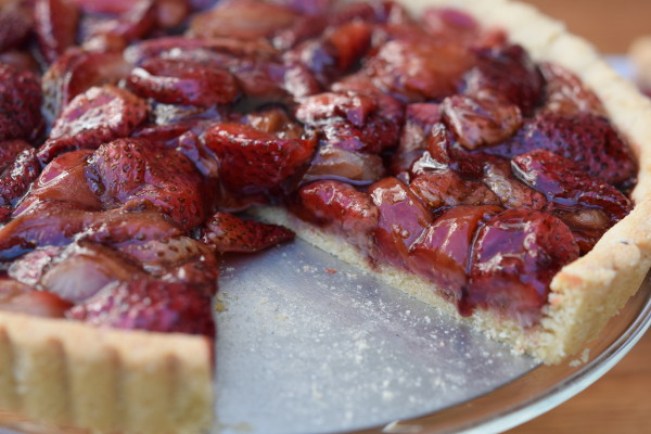 grain-free balsamic roasted strawberry tart | pamela salzman