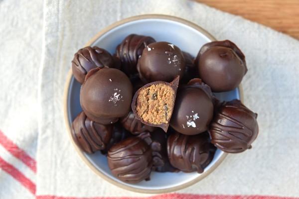 "healthy raw chocolate chip ""cookie dough"" bites | pamela salzman"